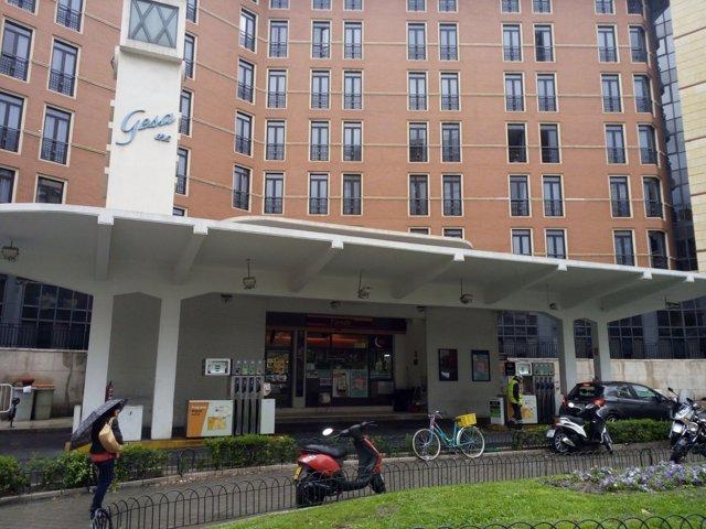 La gasolinera de Alberto Aguilera, ya sin los motivos publicitarios