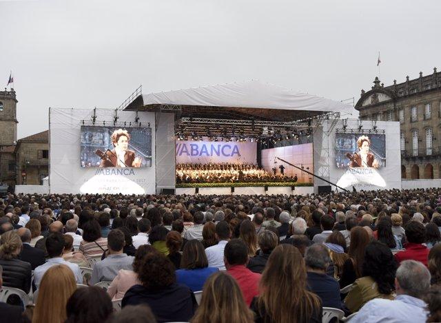 Dudamel en la Praza do Obradoiro de Santiago