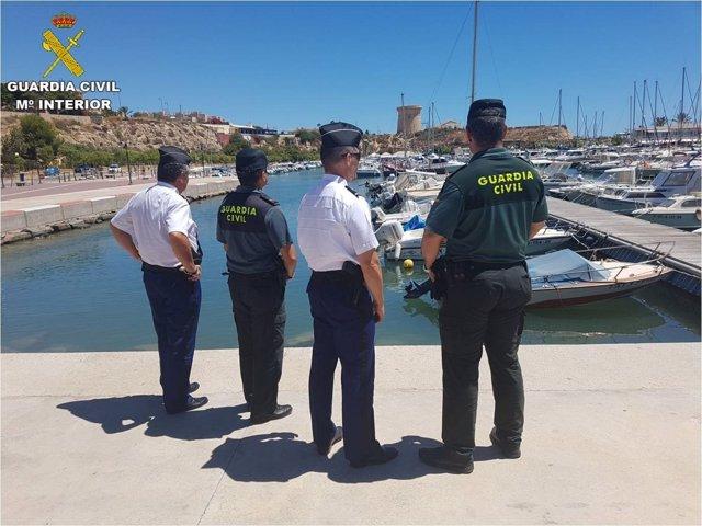 Guardias civiles junto a gendarmes franceses en Alicante