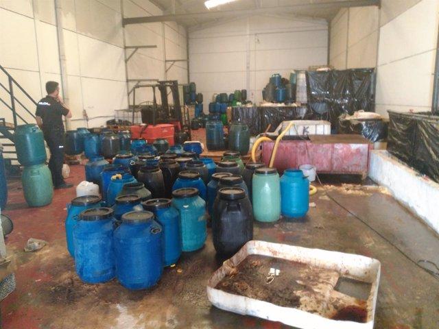 Nave que almacenaba aceite usado sin autorización