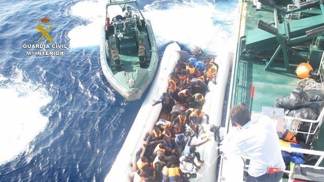 Inmigrantes rescatados en el Mediterráneo central