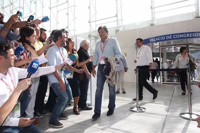 Javier Fernández a su llegada al Congreso del PSOE