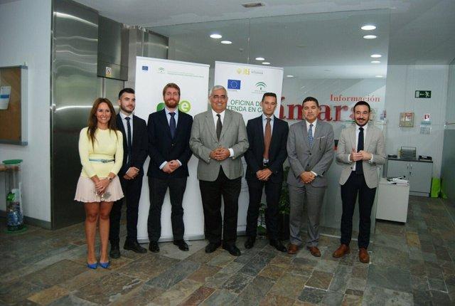 Visita de la delegada de Industria a oficina de Extenda en Algeciras