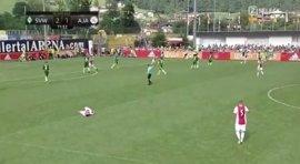 """El jugador del Ajax Abdelhak Nouri se mantiene """"dormido"""" y """"fuera de peligro"""" tras sufrir un desvanecimiento"""