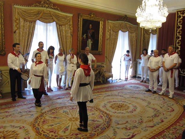 Acto de las ciudades hermanas de Pamplona y Bayona en Sanfermines.