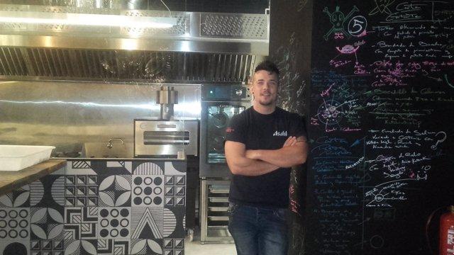 Carlos Maldonado en su restaurante de Talavera