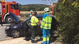 Mueren dos personas en un choque frontal de un turismo y una moto en Navalagamella