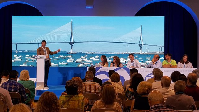 Juanma Moreno, en el congreso local del PP