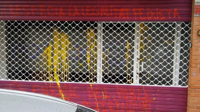 La fachada de la nueva sede de Podem aparece pintada