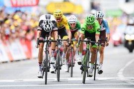 Rigoberto Urán se impone al sprint en la 'foto finish' y Contador se aleja en la general