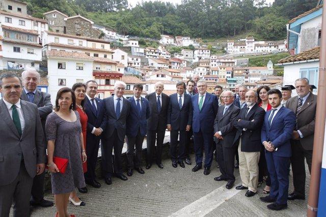 Entrega de la Amuravela de oro en Cudillero a Javier Fernández