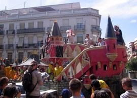 La Batalla Naval de Vallecas se reivindica como puerto de acogida y dedica el lema de este año a la crisis de refugiados
