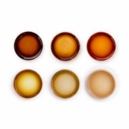 Pigmentos poliméricos producidos por oxidación guiada de conjuntos de péptidos