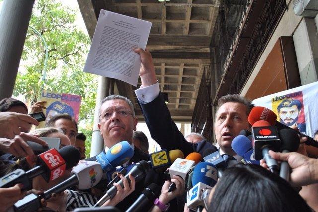 Alberto Ruiz Gallardón y Javier Cremades en Venezuela