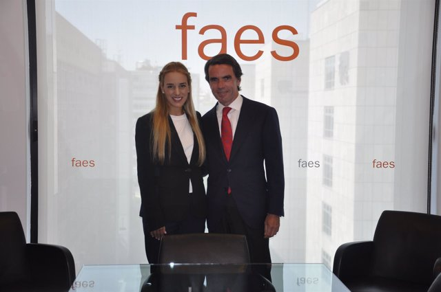 El expresidente José María Aznar y Lilian Tintori en 2016
