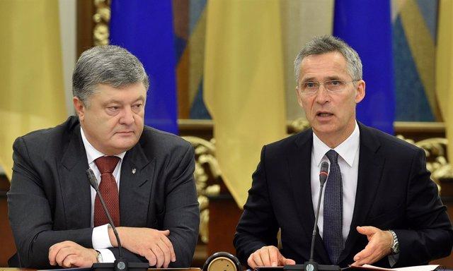 Petro Poroshenko y Jens Stoltenberg