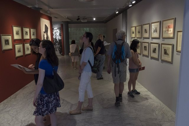 Visitantes a la exposición