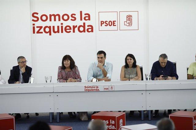 Pedro Sánchez y Cristina Narbona en la sede del PSOE