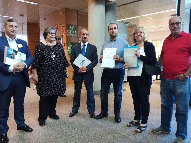 Diputados de Podemos y PSOE en la Asamblea de Madrid