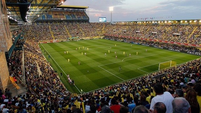 Afición Del Villarreal En El Madrigal