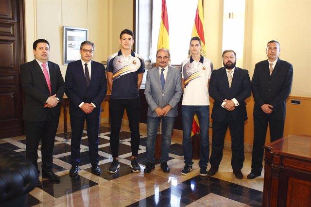 Lambán junto a los deportistas aragoneses de taekwondo