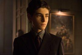 """Gotham: David Mazouz revela que """"Batman está cerca"""""""