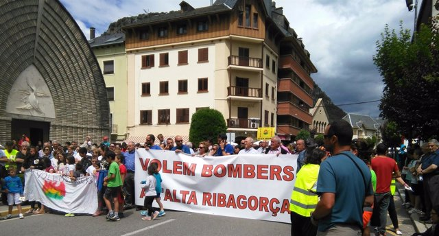 Protesta de vecinos de la Alta Ribagorça por falta de medios de bomberos