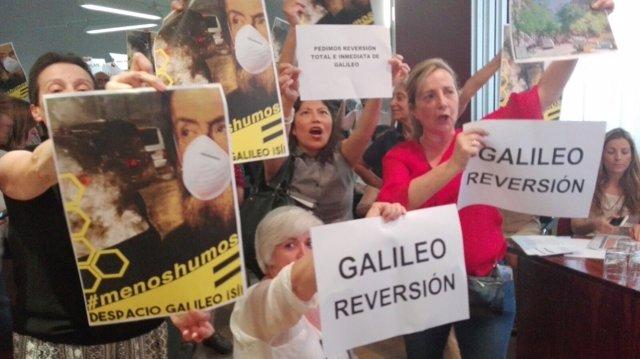Vecinos en el Pleno de Chamberí sobre la peatonalización de Galileo