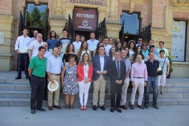 Autoridades, alumnos reconocidos y directores