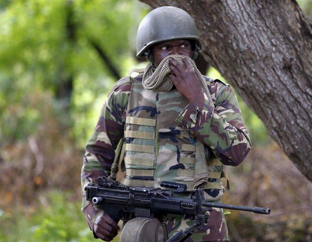 Soldado del Ejército de Kenia.
