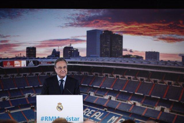 Florentino Pérez en la presentación del jugador Jesús Vallejo en el Bernabéu