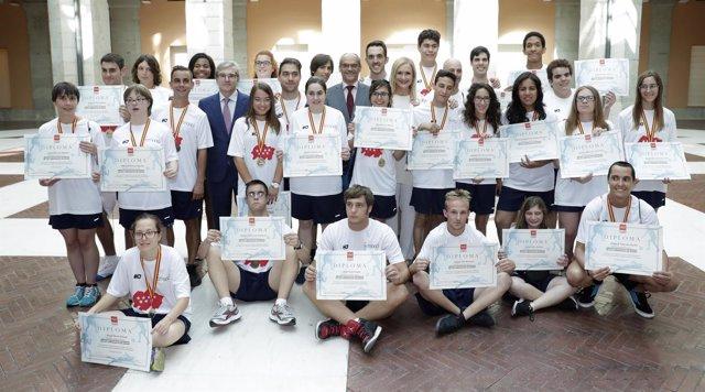 Cristina Cifuentes felicita al equipo madrileño con discapacidad intelectual
