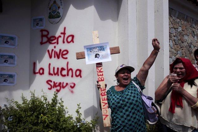 Protesta por la muerte de la líder indígena ecologista Berta Cáceres