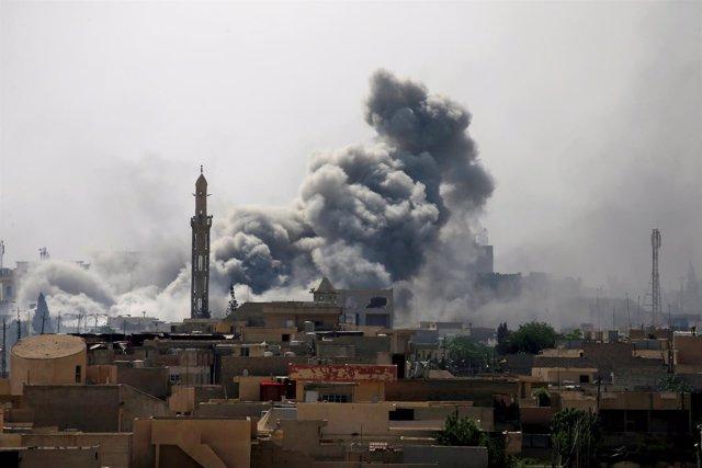 Bombardeo sobre la ciudad de Mosul.