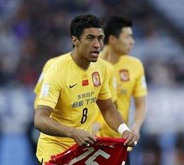 El centrocampista brasileño Paulinho