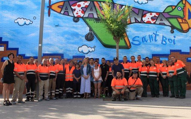 Alcaldesa St.Boi de Llobregat, Lluïsa Moret,con participantes del plan de empleo