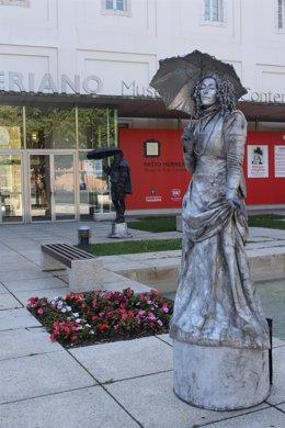 """Estatuas de """"piedra"""" en Patio Herreriano"""