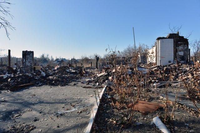 Escombros de casa derrumbada en Donestk.