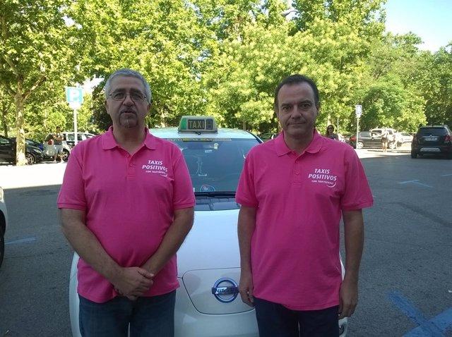 Dos taxistas en la presentación de la campaña 'Taxis positivos'