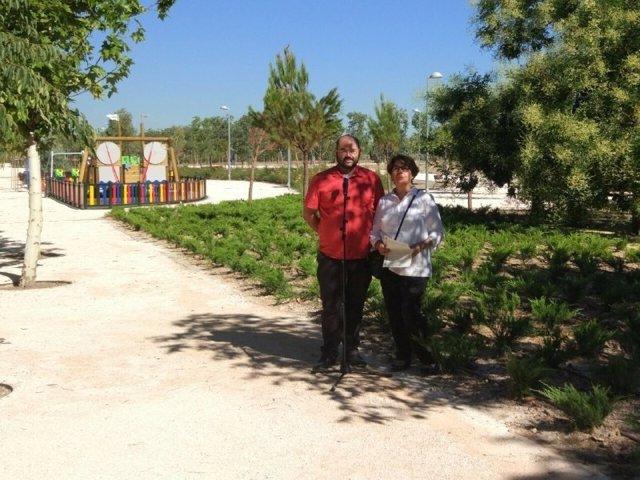 Sabanés y Carmona en el Parque de Fuente Carrantona