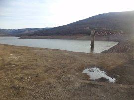 Los embalses vuelven a perder agua esta semana pese a las lluvias abundantes y bajan al 51,5% de su capacidad