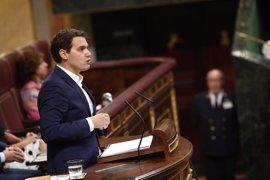 """Rivera acusa a Podemos de estar """"más cómodo"""" con Otegi y Bildu que con Miguel Ángel Blanco y los demócratas"""