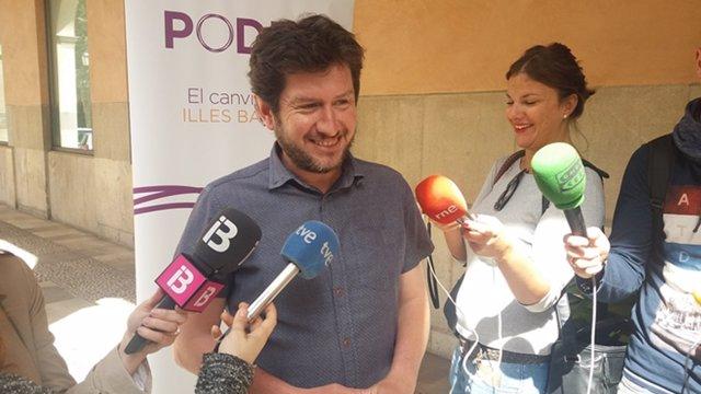 Alberto Jarabo atiende a los medios