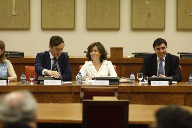 Santamaría preside la reunión del grupo parlamentario del PP