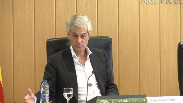 Adolgo Suárez Illana pronuncia una charla en la UCV