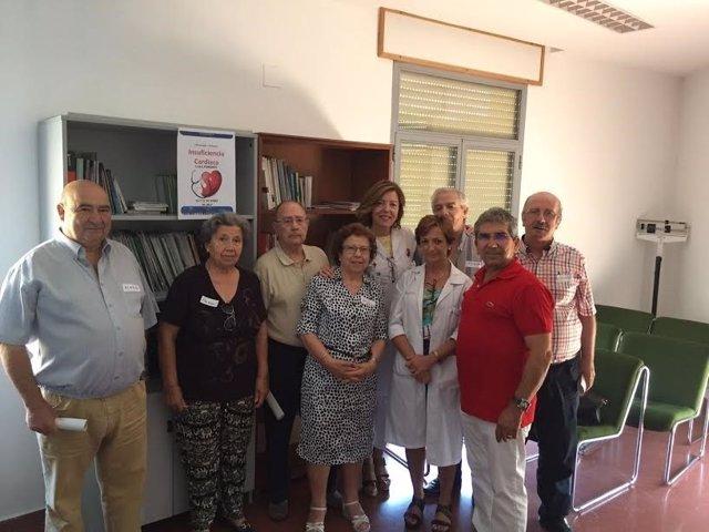 Sanitarios y pacientes participantes en el taller