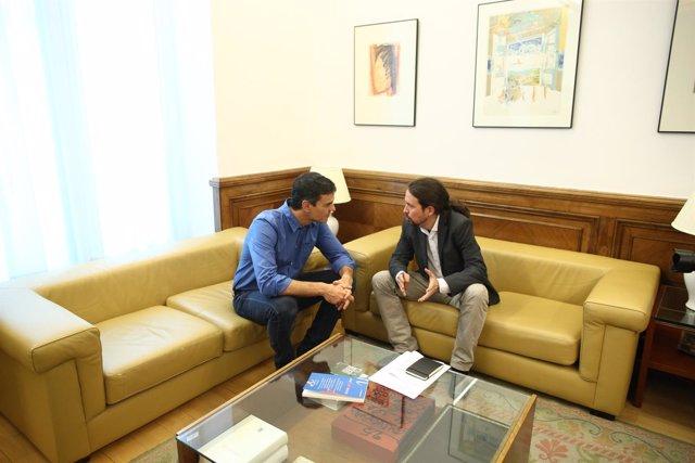Pedro Sánchez y Pablo Iglesias se reúnen en el Congreso