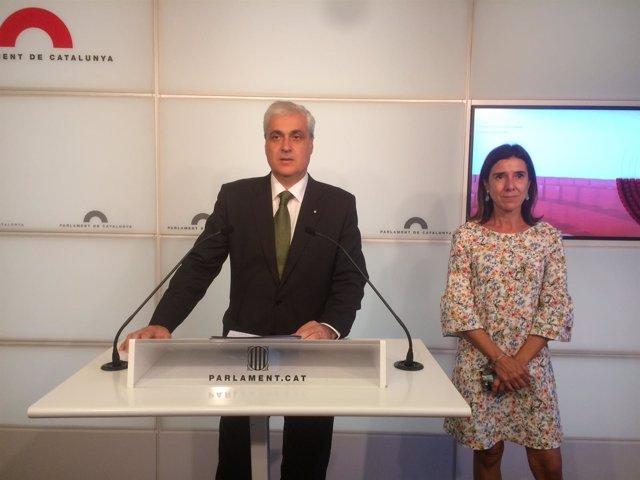 El diputado no adscrito en el Parlament, Germà Gordó, con Teresa Pitarch