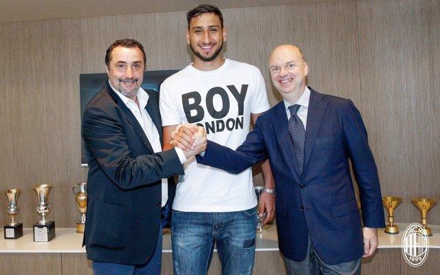 Gianluigi Donnarumma firma su renovación con el AC Milan