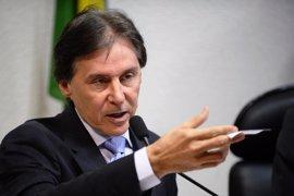El presidente del Senado brasileño corta la luz para suspender la votación de la reforma laboral de Temer